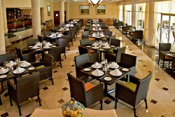 restaurante hotel courtyard by marriott cancun.jpg